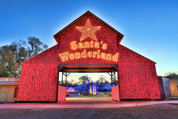santas wonderland is proudly celebrating its 15th christmas holiday season in college station after opening in 1998 as a small drive thru christmas light - Christmas Lights College Station
